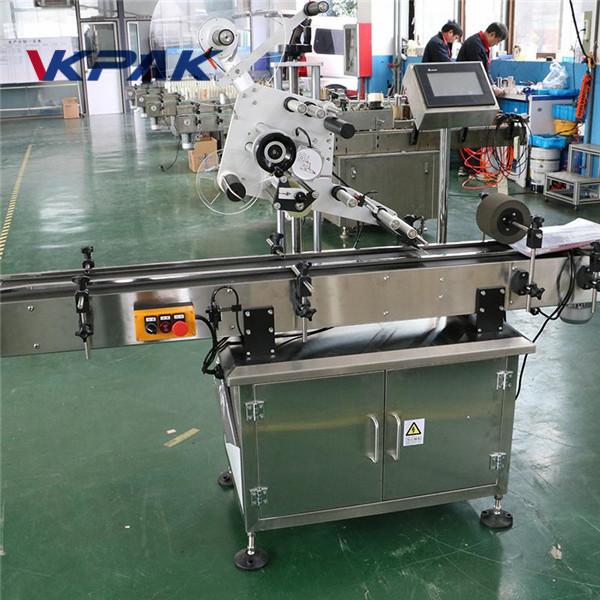 Platt ytanikettapplikator för fyrkantig flaskmärkning