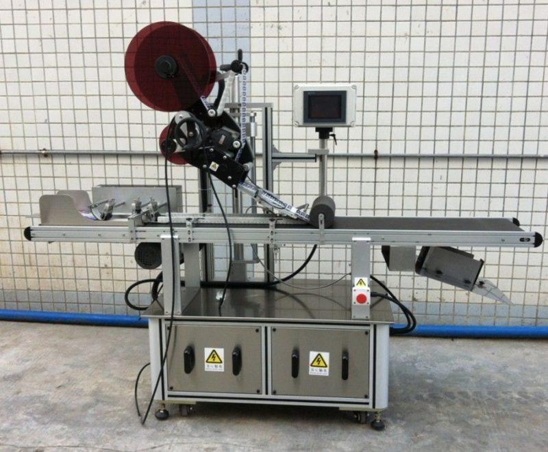 Kinas bästa märkningsmaskin för mask / ospridd kartong / papperspåsar, platt ytan etikettapplikator leverantör