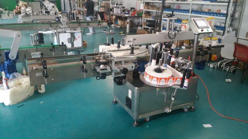 Kina Automatisk flaskmärkning Märkningsmaskin med dubbla sidoklister för påsar som står upp leverantör