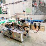 Automatisk självhäftande märkningsmaskin för schampo och tvättmedel