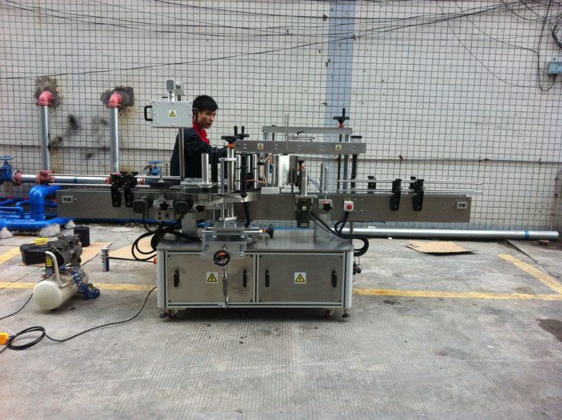 Kina helautomatisk självhäftande rund flaskmärkningsmaskin för husdjursflaskor fram och bak leverantör