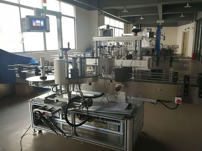 Kina platt flaskmärkning maskin, automatisk etikettapplikator maskin PLC och pekskärm leverantör