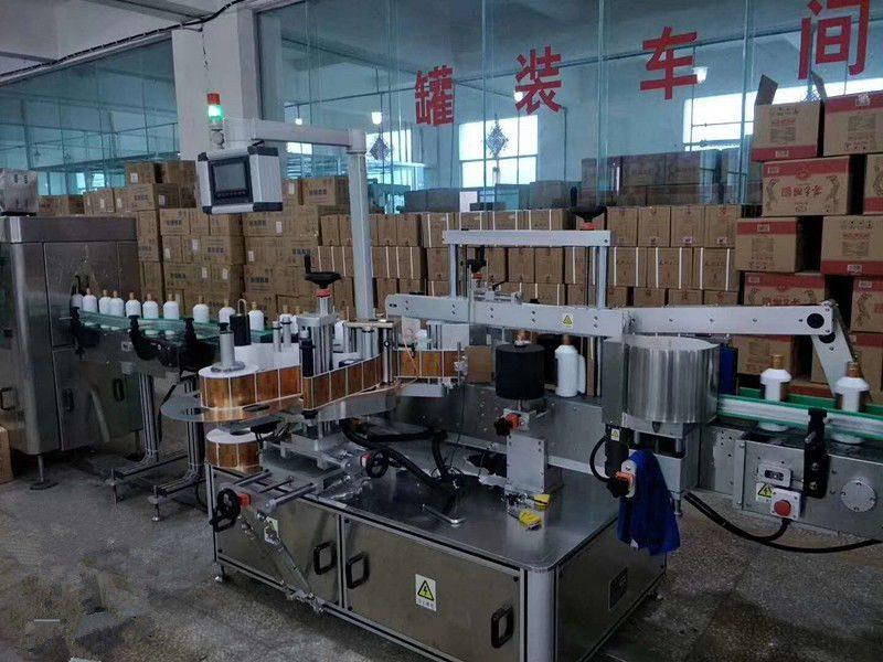 Kina automatisk självhäftande fram- / bakglasflaskmärkningsmaskin höghastighets 5000 - 8000B / H leverantör